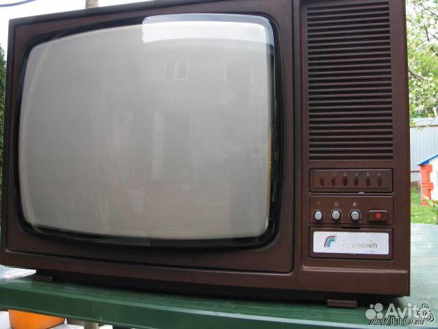 """Цветной телевизор """"горизонт"""""""