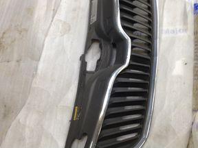 Решетка радиатора бу Skoda Rapid OEM 5JA853668