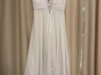Свадебное платье и босоножки